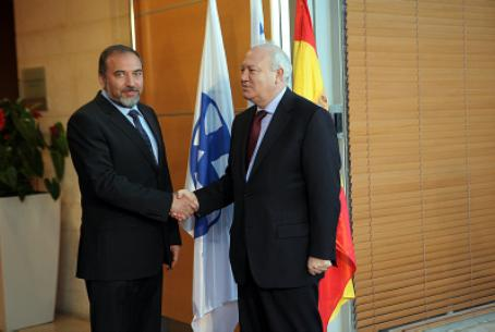 Lieberman (left) with Moratinos