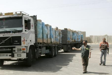 Aid truck in Gaza with clothing and shoes