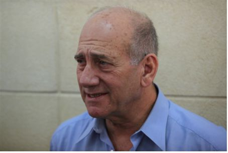 Ehud Olmert in court (file)