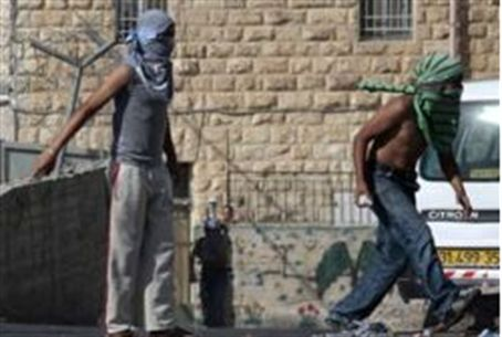 Rock throwing Arabs in Jerusalem (archive)