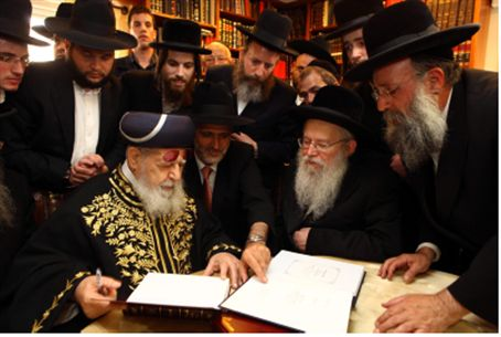 Rabbi Ovadiah (left), Slonimer Rebbe