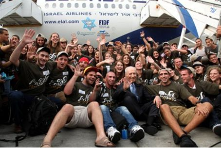 Peres welcomes new immigrant soldiers