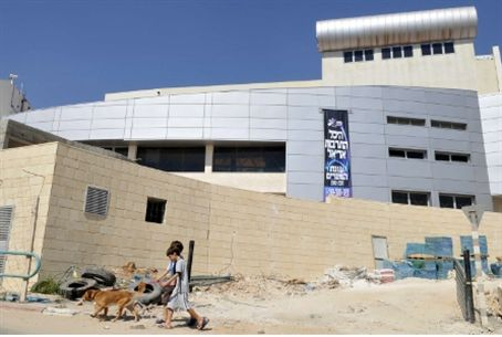 New theatre in Ariel