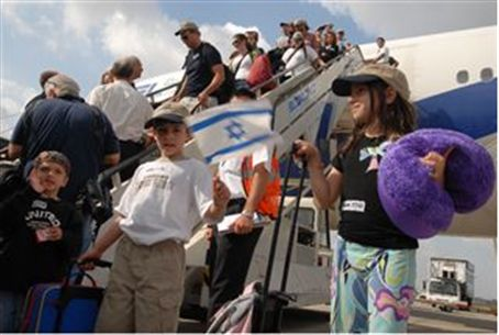 Immigrants land in Israel