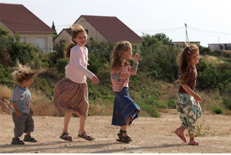 Children play in Samaria