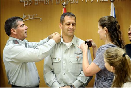 Kochavi receives ranks from his wife and Lt.-
