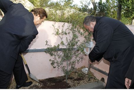 Shtentzler, Lieberman plant a tree.