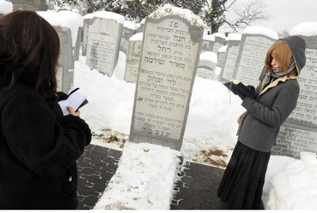 Chabad emissaries at the gravesite of the Lub