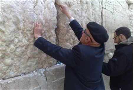 Notes being removed from the Kotel