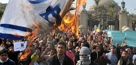 Cairo rioters burn Israeli flag