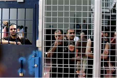 Prisoners in Ofer jail (archive)