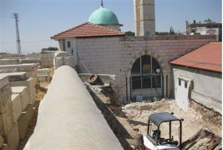 Growing: mosque on Mount of Oilves