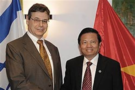 Danny Ayalon with Le Doan Ho