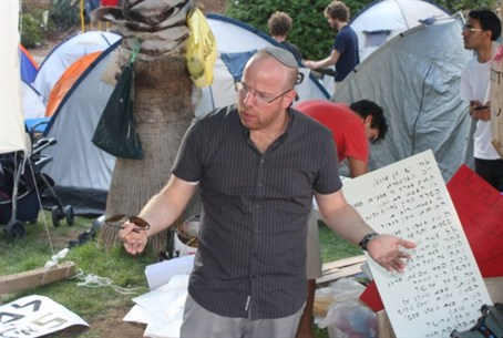 .Paamonim lecturer among tents