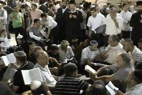 Tisha B'Av Lamentations at the Kotel