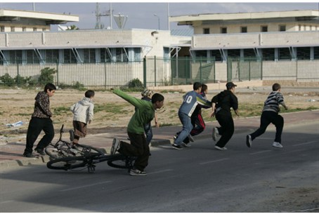 Children run for shelter in Sderot