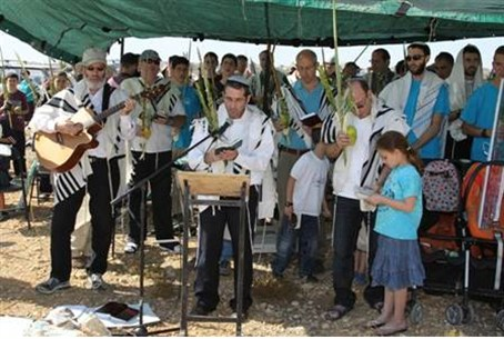 Prayers in Givat Eitam