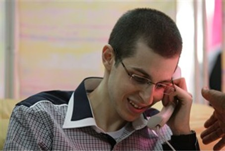 Shalit Speaks with Family