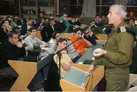 Mizrachi addresses a yeshiva (file)