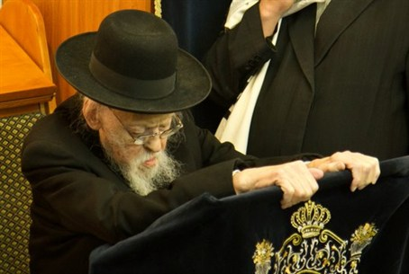 Rabbi Elyashiv at a recent Brit Milah