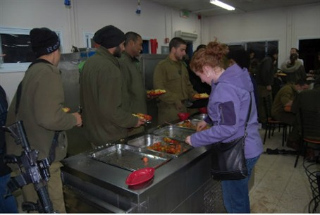 IDF Birthright chef cooks for soldiers