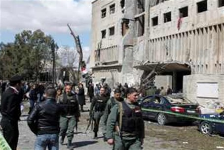 Syrian officials at blast site (archive)