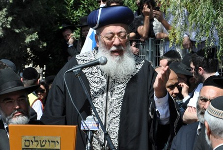 Rabbi Amar at Funeral
