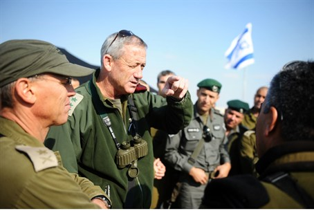 IDF Chief Benny Gantz briefs commanders