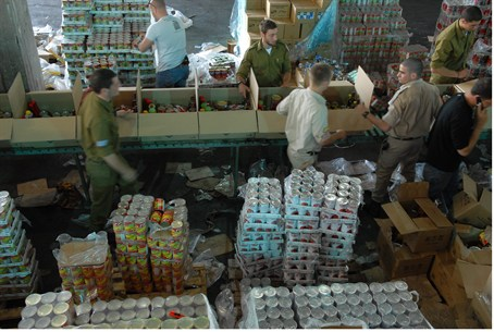 Soldiers pack food for the needy
