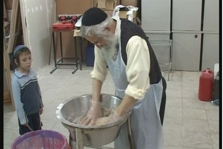 Rabbi Zalman Melamed bakes matzot