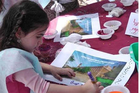 Girl with picture of Patriarchs' Cave in Hevr
