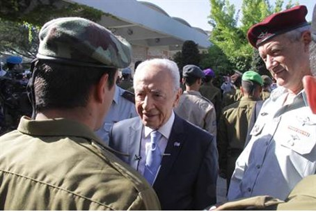 President Peres greets IDF soldiers on Yom Ha