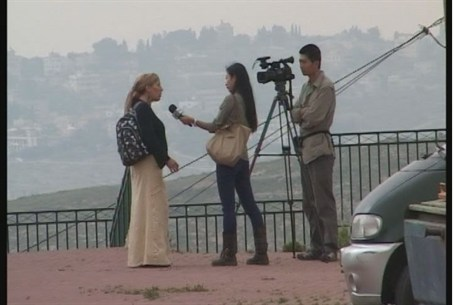 Foreign journalists in Ulpana neighborhood