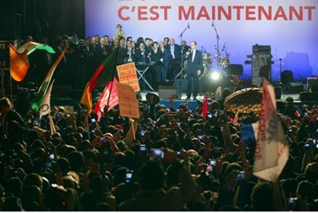 Celebrants at Hollande victory rally wave for