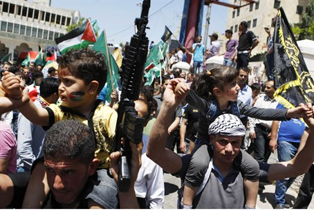 Protesters in Hevron