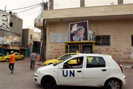 UN Car passes poster of Arafat in Bethlehem