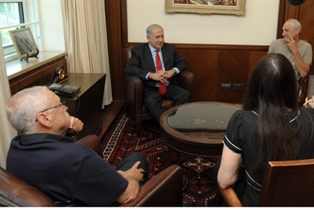 Netanyahu meets writers, 10.6.12