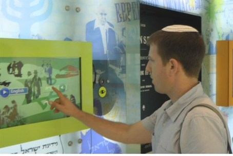 Arutz Sheva's Yoni Kempinski at the interacti