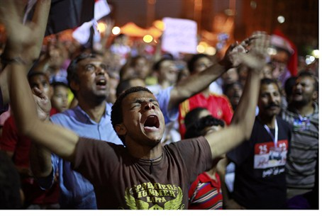 Mursi supporters protest military in Tahrir S