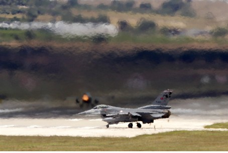 (Illustration)Turkish F-16's Near Syrian Bor