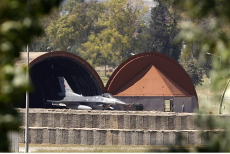 A Turkish F-16 fighter jet leaves its hangar