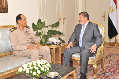Egyptian President Mohamed Mursi (R), Field M
