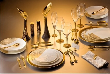 Kabbala dinnerware in gold