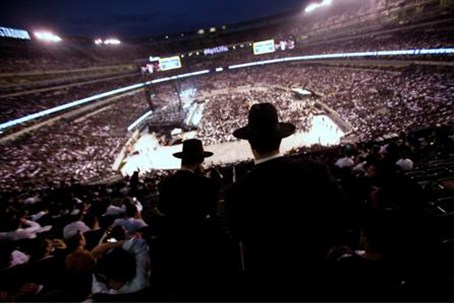 MetLife stadium filled with 90,000 people for