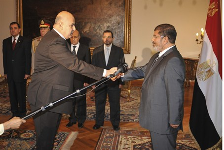 Morsi and new Vice President Judge Mahmoud Me