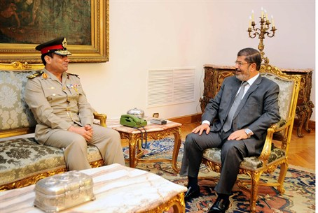 Morsi meets new Defense Minister Abdel Fattah