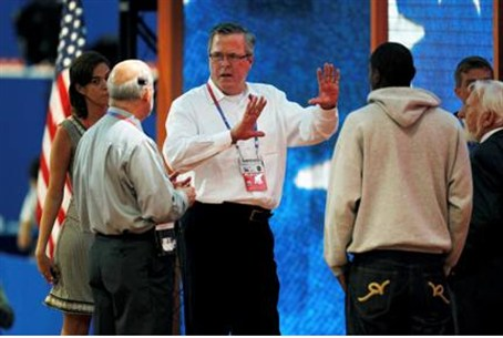 Former Florida Governor Jeb Bush (C) tours th