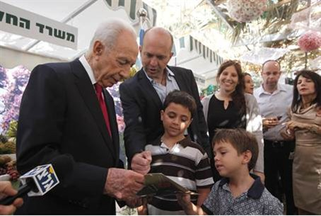 Israeli President Shimon Peres welcomed those