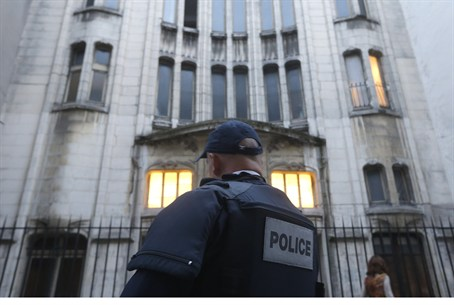 French police secure main entrance to Paris s