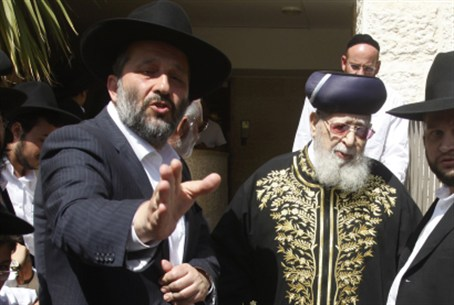 Rav Ovadia with Aryeh Deri